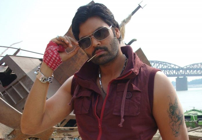 Ganesh Venkatraman in Un Paarvaiyil Movie