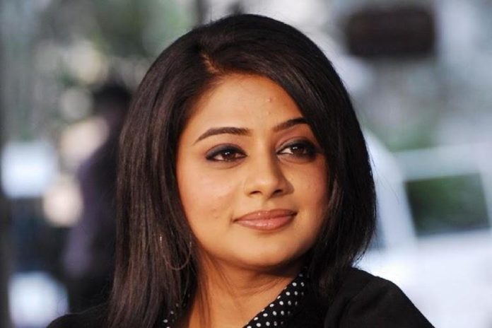 Priyamani Replying to Fan's Dirty Comment