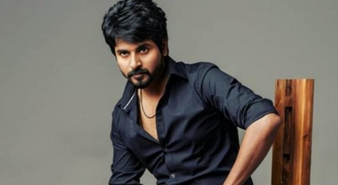Sivakarthikeyan With Daughter in Bus