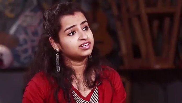 Shivangi Emotional on Stage